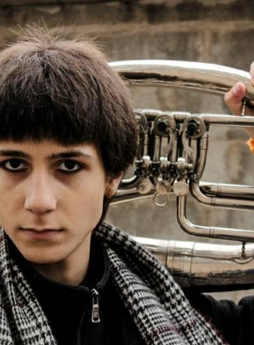 «Не могу не заниматься музыкой». Денис Зиновьев – автор музыки и певец