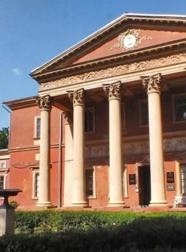 В Одесском художественном музее впервые провели экскурсию с сурдопереводом для слабослышащих детей