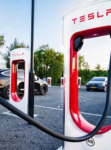 Не две, а три: первые станции Tesla Supercharger в Украине установят уже скоро