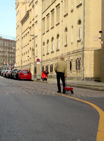 В Германии художник «создал» пробку на почти безлюдной улице, и «взломал» электронный сервис карты заторов