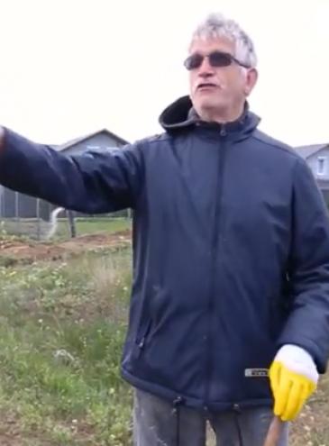 Европеец: 71-летний Франц из Нидерландов убирает мусор на берегу моря в Черноморске