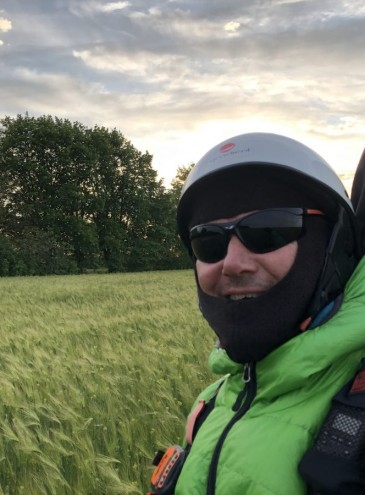 Украинский спортсмен пролетел 350 километров на параплане, установив рекорд Европы