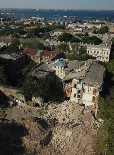 В центре Одессы рухнул старый дом – это третий случай за 40 дней