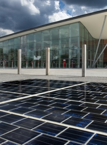 Во Франции создали дорожное покрытие, вырабатывающее энергию как солнечные панели