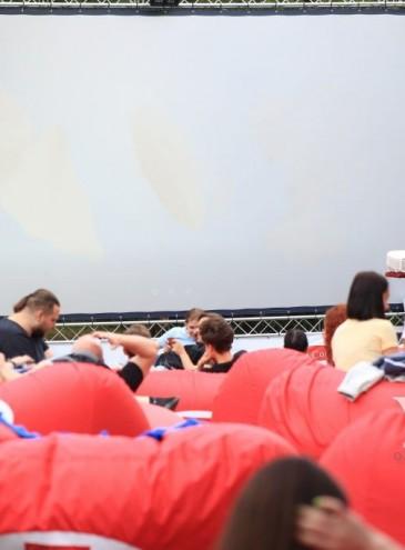 В одесском парке начали бесплатно показывать кино под открытым небом