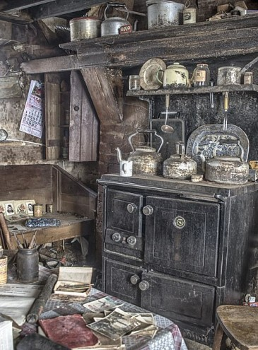 Настоящая капсула времени: фотограф показала дом, закрытый 100 лет назад