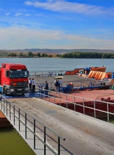 Начала работать паромная переправа Орловка – Исакча через Дунай в Румынию