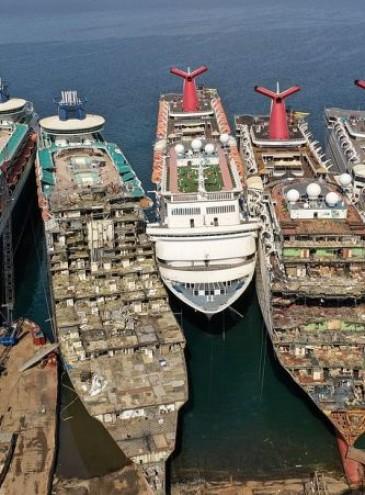 В Турции из-за пандемии разбирают на металлолом круизные лайнеры