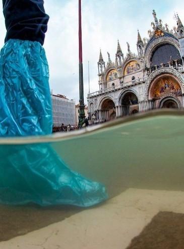 Исторический день: в Венеции впервые за 1200 лет жизни города подняли дамбу и остановили наводнение