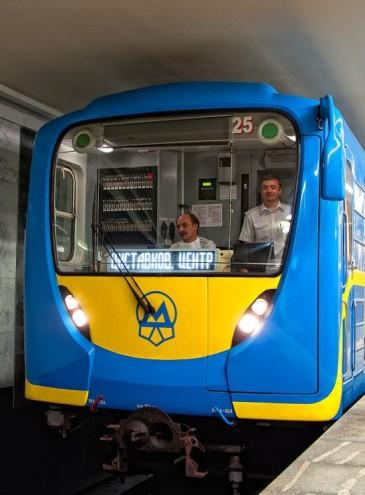 В метро Киева заработал скоростной интернет: везде, кроме Теремков