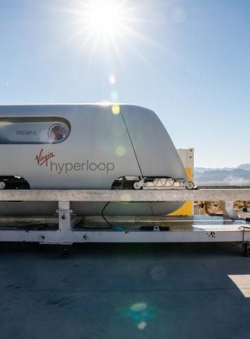 Первое испытание Hyperloop с пассажирами прошло успешно