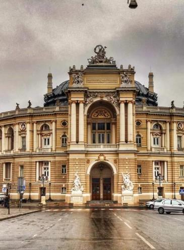 В Одесской опере дарят билеты на спектакли медикам, которые борются с COVID-19