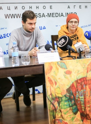 «Искусство и дыхание»: художники продают картины, чтобы собрать деньги на кислород