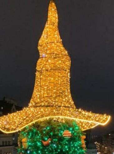 С главной елки Украины снимут «колдовскую» шляпу после протестов верующих