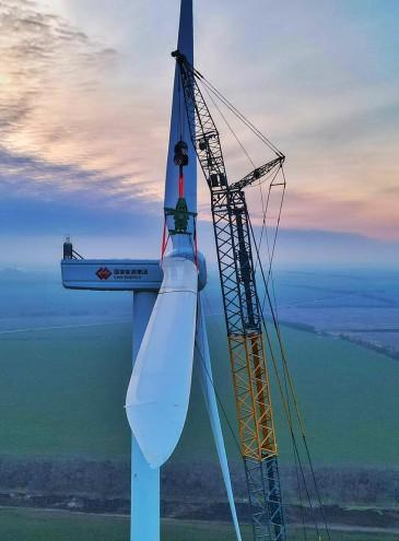 Под Одессой установили первый огромный ветряк будущей мощной ветроэлектростанции