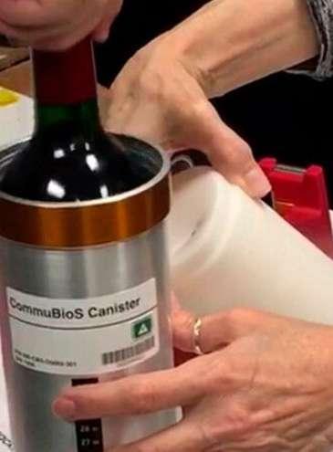 Космическое бордо: после года на орбите на Землю вернут бутылки с французским вином