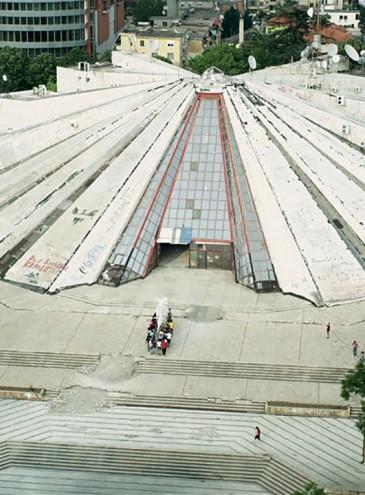 В Албании реконструируют коммунистический артефакт – Пирамиду Ходжи