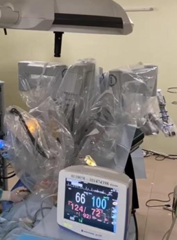 В Украине впервые робот сделал операцию ребенку (видео)