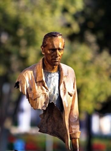 Успех благодаря случаю, или «рваные» скульптуры Бруно Каталано