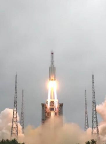 Китай создает собственную орбитальную станцию: сегодня запустили основной модуль