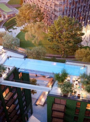 Между двумя зданиями в Лондоне перекинули 25-метровый прозрачный мост-бассейн