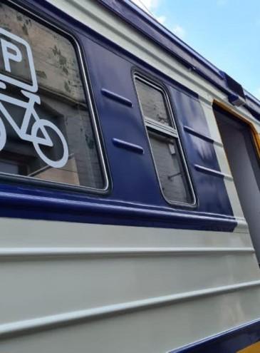 «Укрзалізниця» начинает адаптировать пригородные поезда для перевозки велосипедов