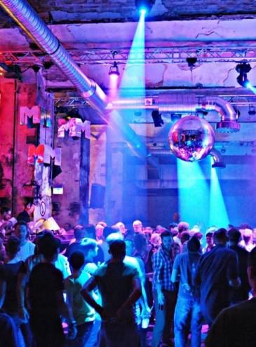 Клубы Берлина приравняли к театрам и музеям