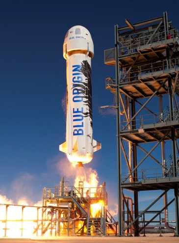 Первый суборбитальный полет космических туристов состоится этим летом