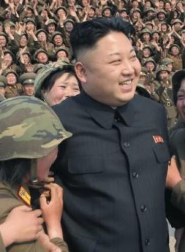 В Северной Корее Ким Чен Ын запретил джинсы-скинни, пирсинг и стрижку