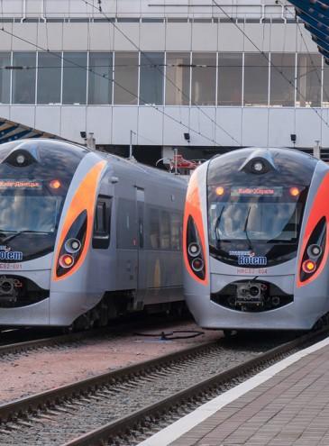В українських потягах з'явилися онлайн-бібліотеки: можна читати офлайн