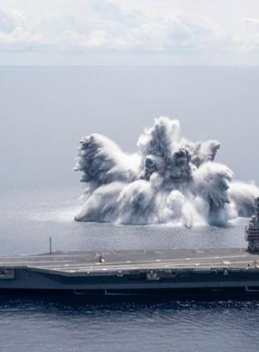 В США испытали новый авианосец, взорвав рядом с ним огромную бомбу