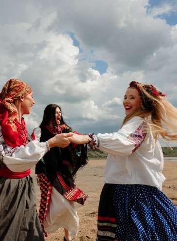 «Світ жіночий»: яскрава фотоісторія про ідентичність на тлі Куяльницького лиману під Одесою