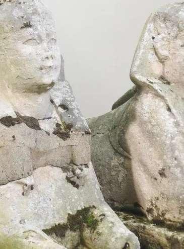Статуи сфинксов оказались настоящими: «садовый декор» продали в 1000 раз дороже начальной цены